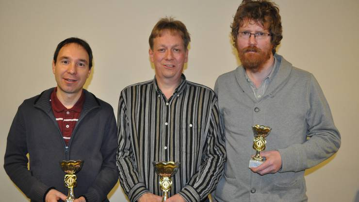 Christian Berchtold (Mitte) ist neuer Stadtmeister. Christoph Hert (links) wurde Zweiter, Hanspeter Schüpbach Dritter.