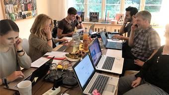 Mit potenziellen Wählern telefonieren – das «Call Center» der Aarauer SP.