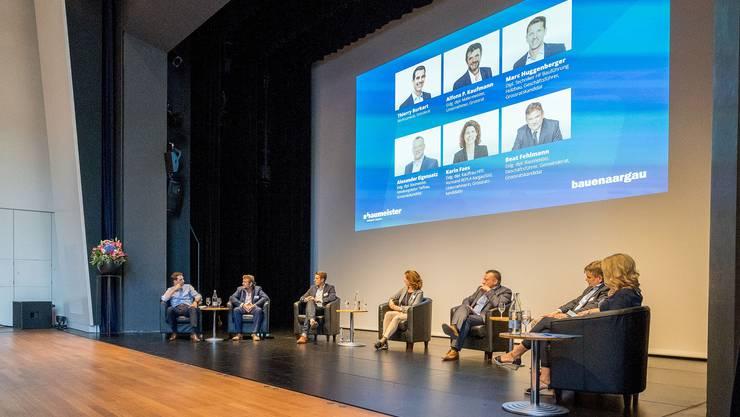 Engagierte Talkgäste beim Aargauer Baupolit Talk in Aarau