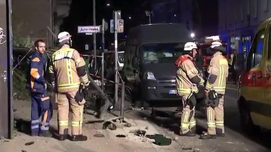 Schwerer Verkehrsunfall in Berlin fordert vier Tote