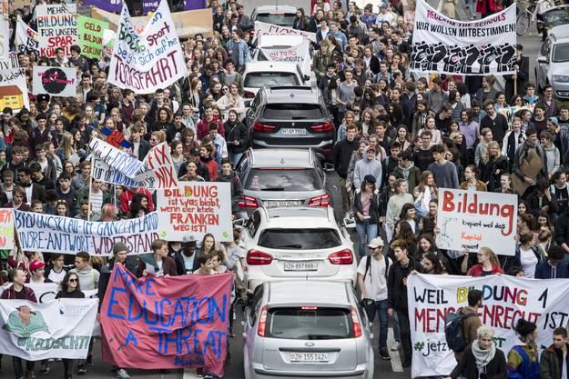 Zürich: «Papier und Stifte selbst bezahlen»