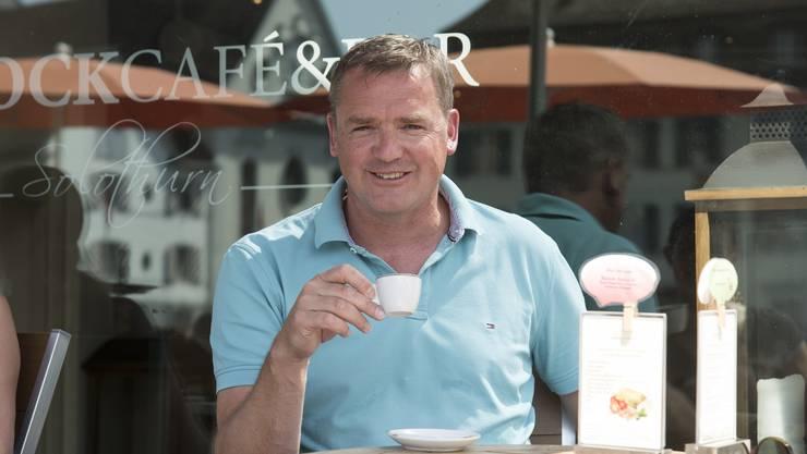 Am Solothurner Landhausquai trinkt Stefan Wolf gerne Kaffee. Erkannt von Fans werde er hier nicht – er fühle sich auch nicht als Star.