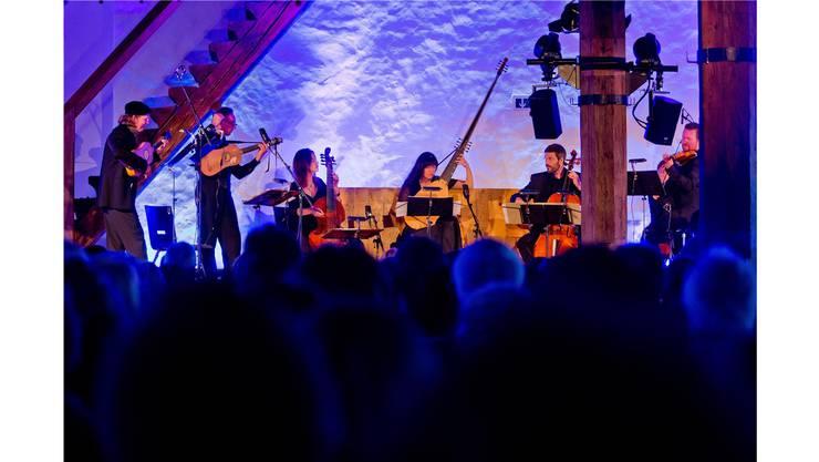 Licht, Klang und Tanz verschmelzen: «Los Otros» am Mittwochabend im Rittersaal auf Schloss Lenzburg. Emanuel Freudiger