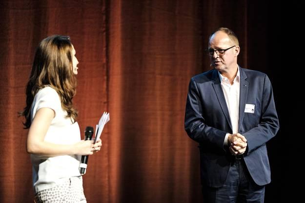 Thomas Sommerhalder, UBS-Regionaldirektor, bei der Preisverleihung (rechts).