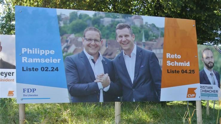 «Zwei Freunde, zwei Politiker, zwei Parteien.» – Wahlplakat beim «Chrättli». Martin Rupf