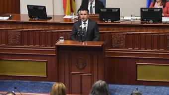 Der mazedonische Regierungschef Zoran Zaev spricht vor dem Parlament. (Archivbild)