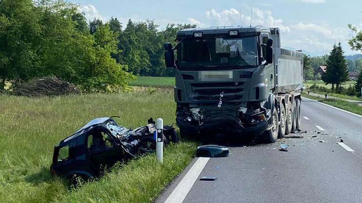 Der Toyota-Fahrer verstarb noch auf der Unfallstelle.