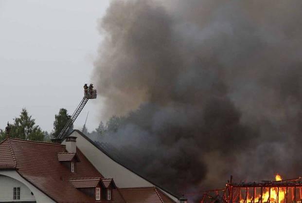 Im Löscheinsatz stehen auch Feuerwehren aus den umliegenden Gemeinden Zofingens.
