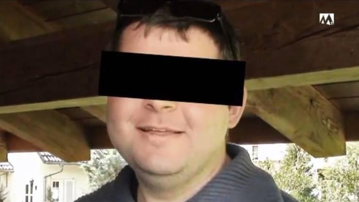Der heute 26-jährige Sohn hat seinen Vater im Streit lebensgefährlich verletzt, woran dieser später gestorben ist.