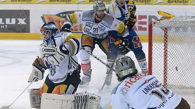 Zugs Goalie Zurkirchen bereits zum zweiten Mal geschlagen.