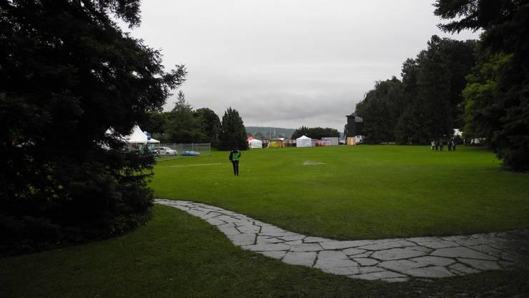 Am Nachmittag ist das Festgelände weitgehend leer.
