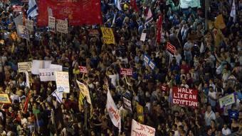 Tausende demonstrierten vor einer Woche in Tel Aviv gegen hohe Lebenkosten (Archiv)