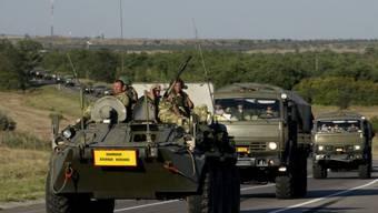 Russische Militärfahrzeuge unweit von der Grenze zur Ukraine