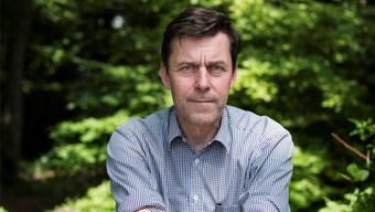 Wenn er beim Schreiben nicht weiterkommt, geht er in den Wald: Peter Stamm auf der Bäumli-Terrasse.