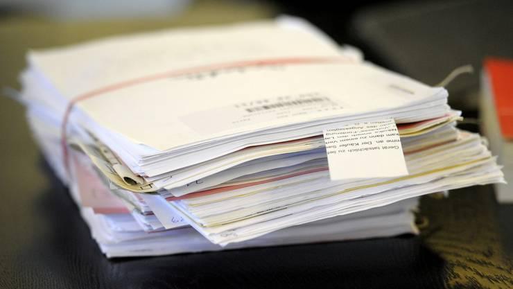 Künftig sollen nach dem Wilen der Aargauer Regierung die Grundbuch-Akten in vier statt zehn Grundbuchämtern bearbeitet werden. (Symbolbild)