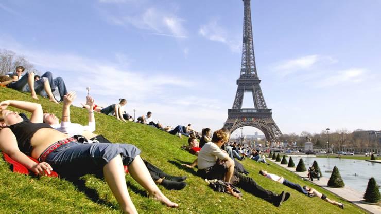 Kein Zutritt zum Eiffelturm: Wegen eines Streits um ein neues Eintrittsverfahren ist der Touristenmagnet zurzeit geschlossen. (Archiv)