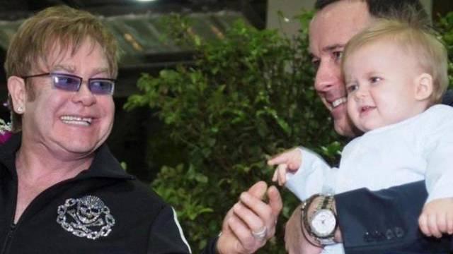 Elton John und David Furnish mit ihrem älteren Sohn Zachary