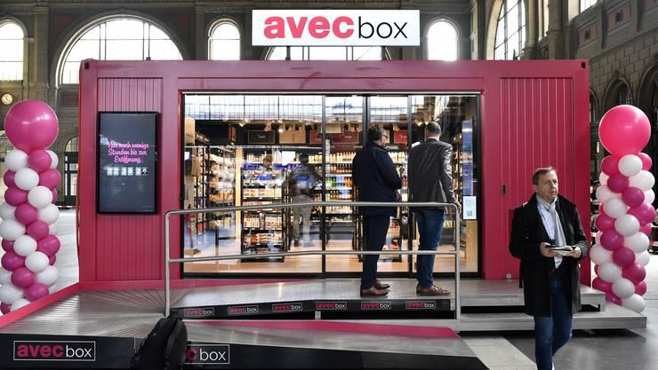 """Ein provisorischer Laden von """"avec box"""" im Zürcher Hauptbahnhof."""