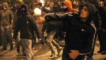Nach einem friedlichen Protestzug kam es zu Ausschreitungen zwischen rund 300 Vermummten und der Polizei