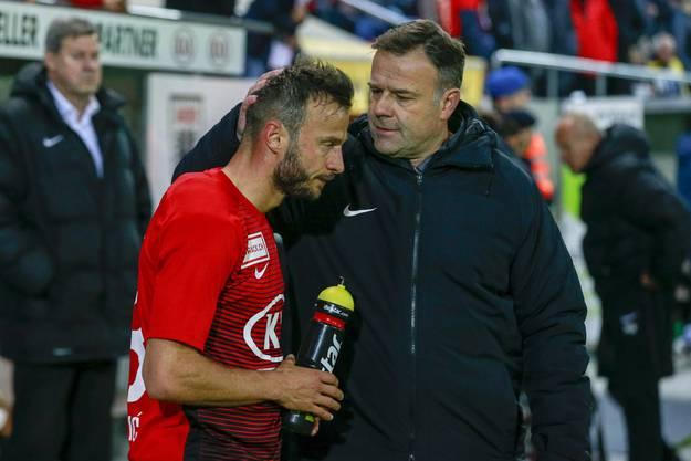 Nach der Partie muss Trainer Patrick Rahmen (r.) wohl nicht nur Elsad Zverotic (l.) trösten - und gleichzeitig seinen Spielern ins Gewissen reden.