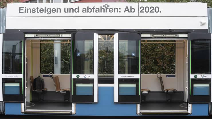 Das Tram der neuen Generation «Flexity» ist seit Donnerstag auf verschiedenen Linien unterwegs.