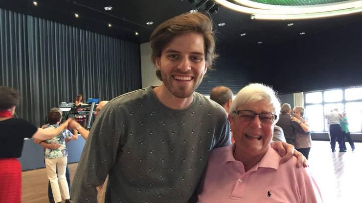 Maximilian ist mit Matilde Müller (85) aus Kloten am Schluefweg tanzen gegangen.