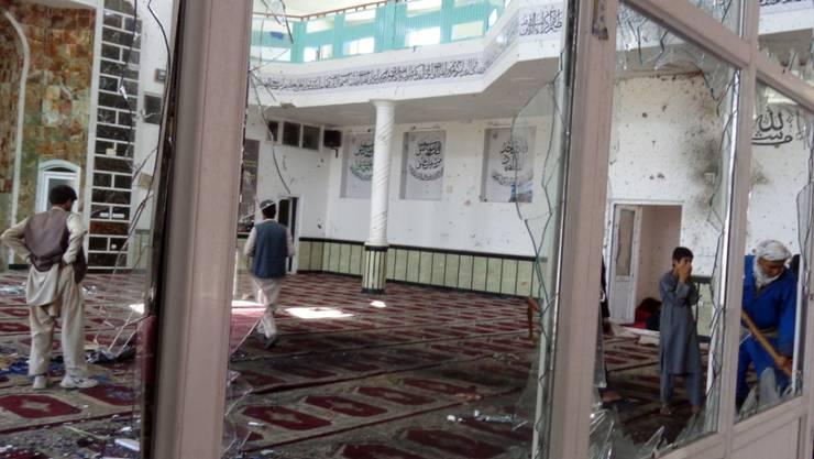 In diesen Räumen einer schiitischen Moschee in der ostafghanischen Provinz Paktia starben bei einem Selbstmordanschlag vom Freitag mindestens 35 Menschen.