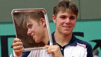 Der erste Grand-Slam-Titel: Stolz präsentiert Junior Stan Wawrinka die Silberschale in Paris 2003. Foto: Keystone