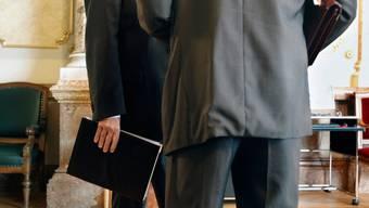 Lobbyismus kann über Mandate stattfinden, aber auch im direkten Kontakt mit Lobbyisten in der Wandelhalle des Bundeshauses.