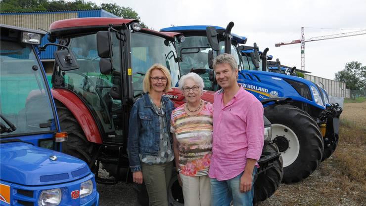 Zwei Generationen Mäder Landmaschinen AG: Beatrice und Rolf Mäder mit Mutter Ruth Mäder.