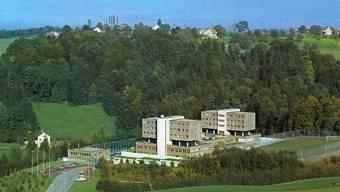 Die interkantonale Strafanstalt Bostadel im Kanton Zug wurde am 21. November 1977 in Betrieb genommen. Die Kantone Basel-Stadt und Zug betreiben sie gemeinsam. Bostadel ist eine geschlossene Strafanstalt die Strafen und Massnahmen an Wiederholungstätern sowie an Straftätern mit besonderer Flucht- oder Gemeingefahr vollzieht.
