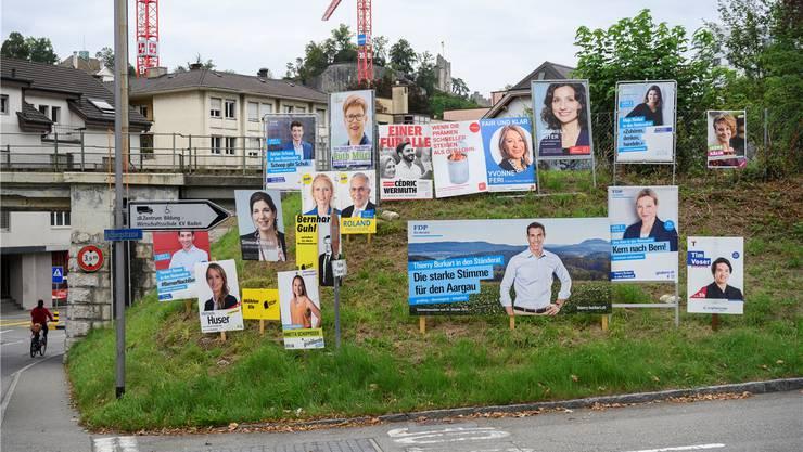 Eine typische, spontan entstandene Installation in Baden. Offensichtlich waren hier die freisinnigen Plakatierer schneller als alle andern. Bild: Alex Spichale