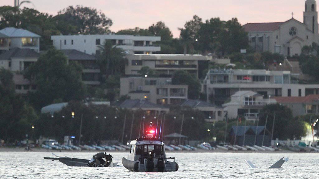 Die beiden Insassen des verunglückten Kleinflugzeuges konnten nur noch tot aus dem Swan River geborgen werden.