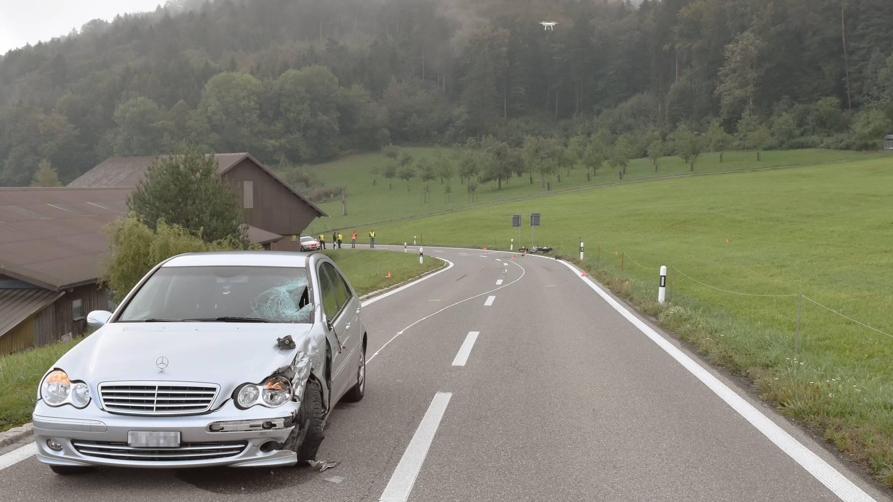 Ein 26-jähriger Autofahrer kollidierte frontal mit einem Motorrad.
