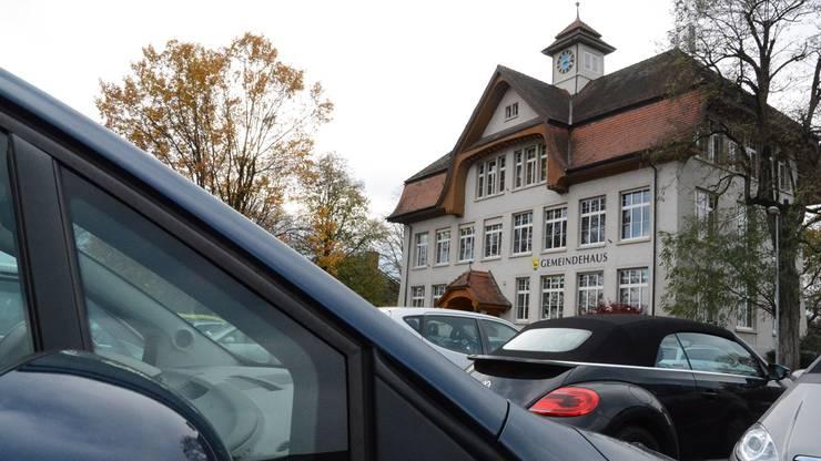 Einwohner: 4131 Personen Ausländeranteil: 24 % Steuerfuss: 113 % Fläche: 2,9 Quadratkilometer Gemeindeammann: Heinz Lüscher(SP) Gemeindeversammlung: 25. November  Info Bevölkerung: 7. November