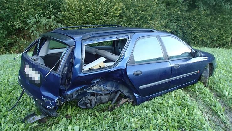 Der 19-jährige Autolenker verlor in einer Kurve die Kontrolle über sein Fahrzeug und prallte in ein korrekt entgegenkommendes Auto.