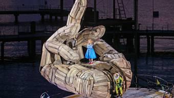 Sopranistin Melissa Petit in der Rolle der Gilda, zusammen mit dem Bulgarischen Bariton Vladimir Stoyanov, in der Rolle des Rigoletto, aufgenommen am Freitag, 12. Juli 2019. (KEYSTONE/Eddy Risch)