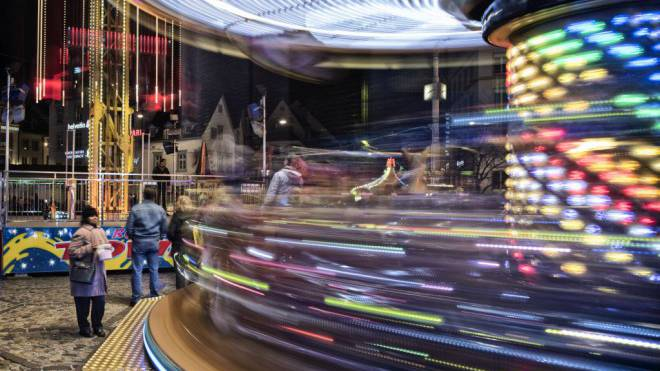 Die Bahnen und Essensstände an der Basler Herbstmesse verbrauchen viel Strom. Dafür müssen die Betreiber tief in die Tasche greifen, sagen sie. Foto: Roland Schmid