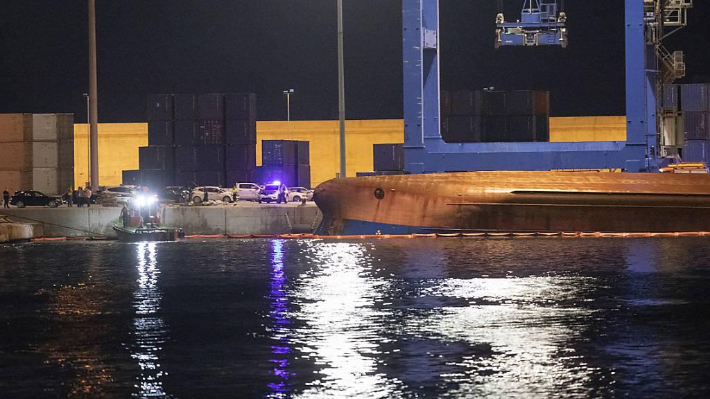 Ein Toter nach Schiffsunglück in spanischem Hafen gefunden