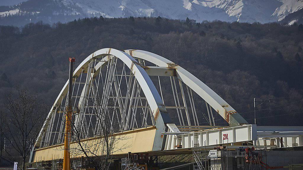 Ihren neuen Anstrich wird die Brücke von Massongex im Frühling bekommen. (Archiv)