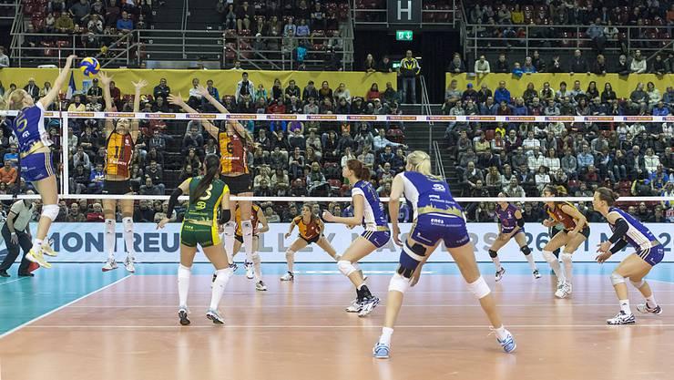 Volero Zürich setzte sich gegen Istanbul in einem engen Spiel letztlich klar mit 3-0 durch.