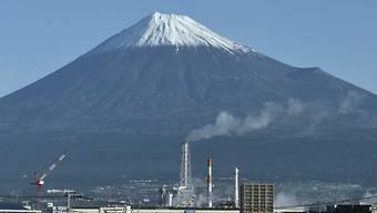 In Japan geht die Regierung von einem weniger dynamischen Wirtschaftswachstum aus. (Archivbild)