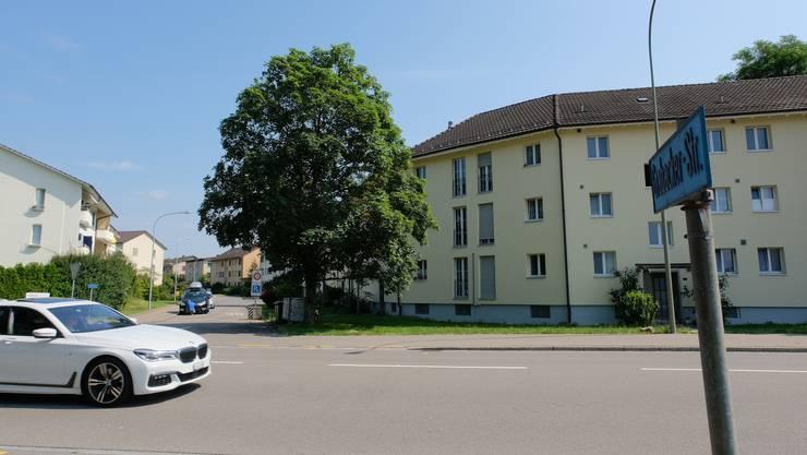 Hier auf der Überlandstrasse gilt heute ein Tempolimit von 60 km/h. Ist der Stadtteil Niderfeld gebaut, soll das Tempolimit noch 50 km/ betragen.