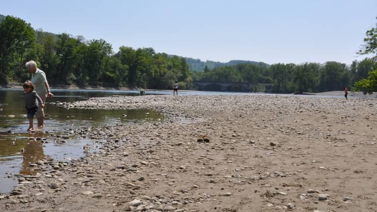 Dank der Niederschläge der vergangenen Tage führen die Flüsse Aare, Reuss und Limmat nun auch mehr Wasser als damals.