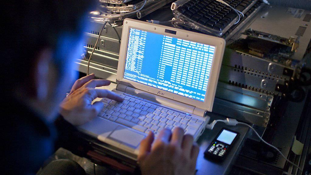 Hacker haben das Verteidigungsdepartement VBS angegriffen. Welche Daten gestohlen wurden, ist nicht bekannt. (Symbolbild)
