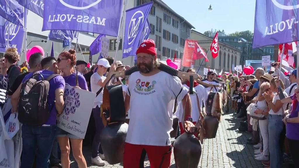 Mehrere Tausend Massnahmen-Gegner demonstrieren in Winterthur