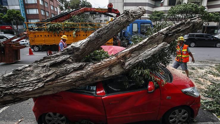 """Der Taifun """"Nesat"""" fegt über Taiwan hinweg und richtet Verwüstungen an."""
