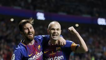 Andres Iniesta (rechts) und Lionel Messi freuen sich über einen weiteren Cupsieg