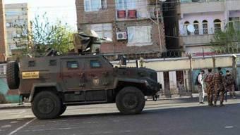 Laut türkischen Medien ereignete sich die Schiesserei in einer Schule des kleinen Dorfes Yabanardi im Südosten der Türkei.