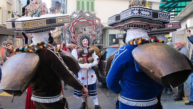 Silvesterchläuse unterwegs im Zentrum von Herisau. Eine Ausstellung im Alten Zeughaus stimmt auf den Brauch ein.
